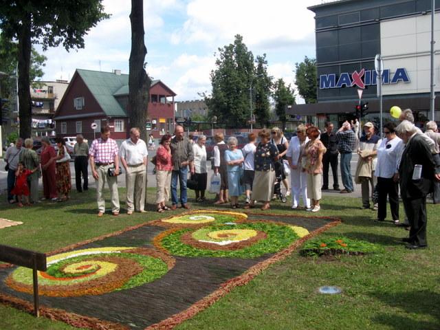 Burbiškio kaimo bendruomenės floristinis kilimas - konkurso nugalėtojas