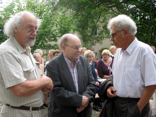 2009 m. liepa, Oninės, paskutinioji Jono Strielkūno (centre) viešnagė Anykščiuose.