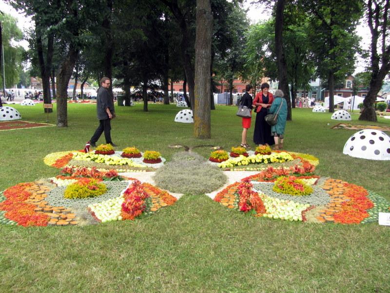 Floristų iš Zilupės (Latvija) sukurtas drugelis buvo papuoštas Latvijos vėliavėle.