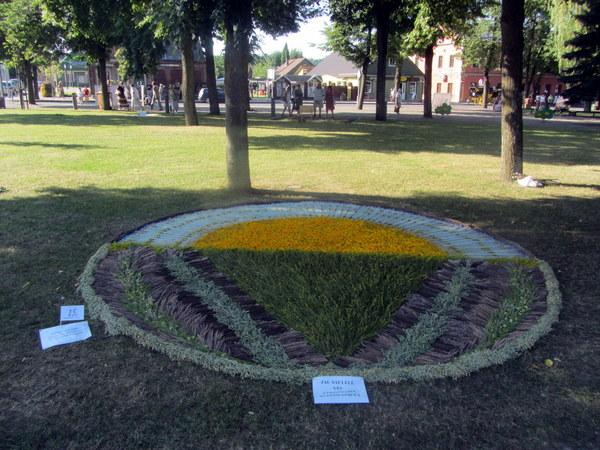 Katlėrių kaimo bendruomenės kilime tekėjo Kristijono Donelaičio saulelė.