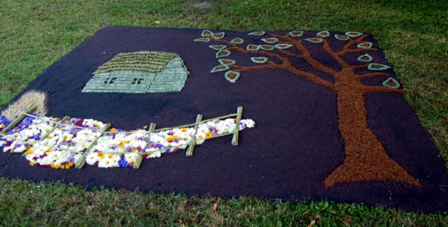 """Antrųjų Svirnų kaimo bendruomenės kilimas """"Dešimt metų drauge""""."""