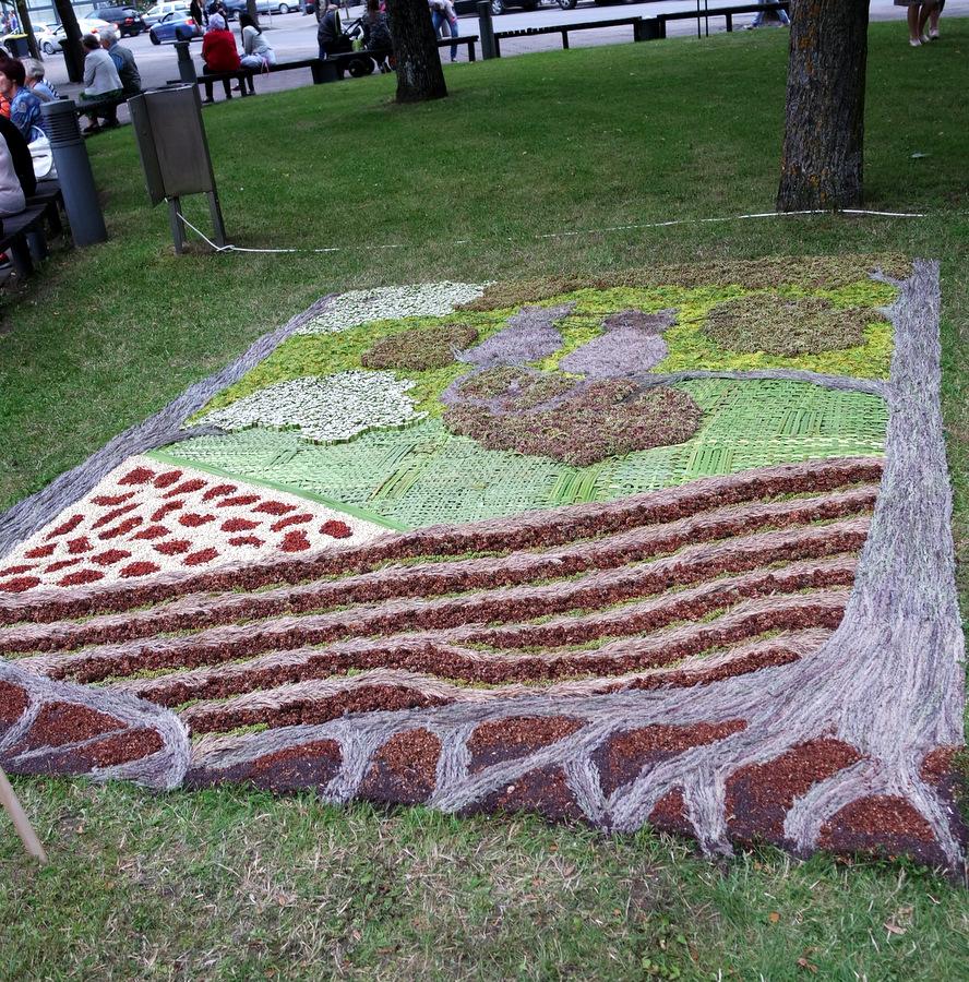 """Naujųjų Elmininkų kaimo bendruomenės kilimas """"Dviese""""."""