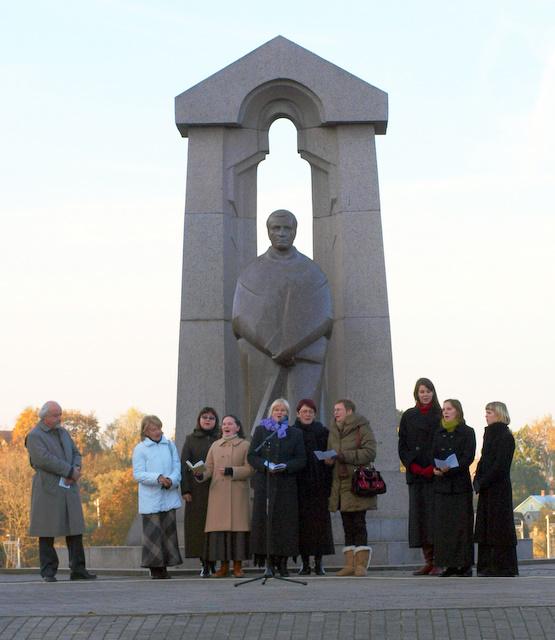 Susitelkimas bendrystei prie Antano Baranausko paminklo