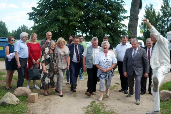 Pirmuoju būriu į Ekotaką žengė Dvaronių kaimo gyventojai ir Anykščių krašto turizmo paslaugų teikėjų komanda – klasterio atstovai.