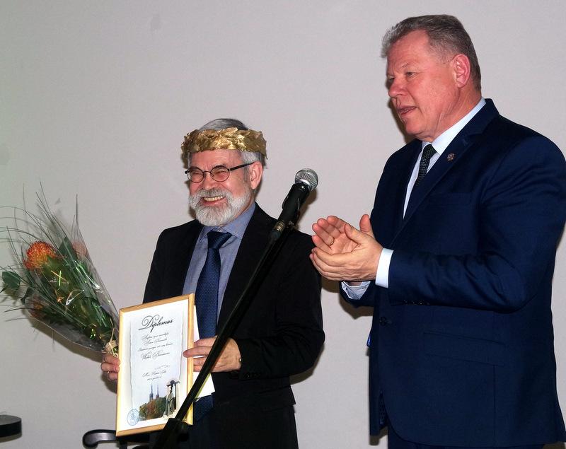 Premijos diplomą V. Braziūnui įteikė Anykščių meras Kęstutis Tubis.