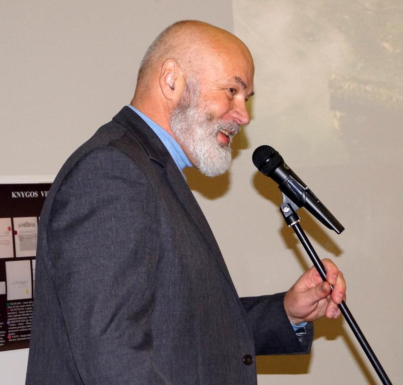 Vakaro vedėjas poetas Vidmantas Kiaušas-Elmiškis.