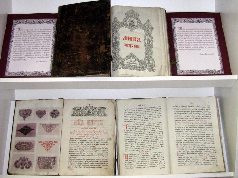 Knygų dekoro elementai, pristatomi parodoje.