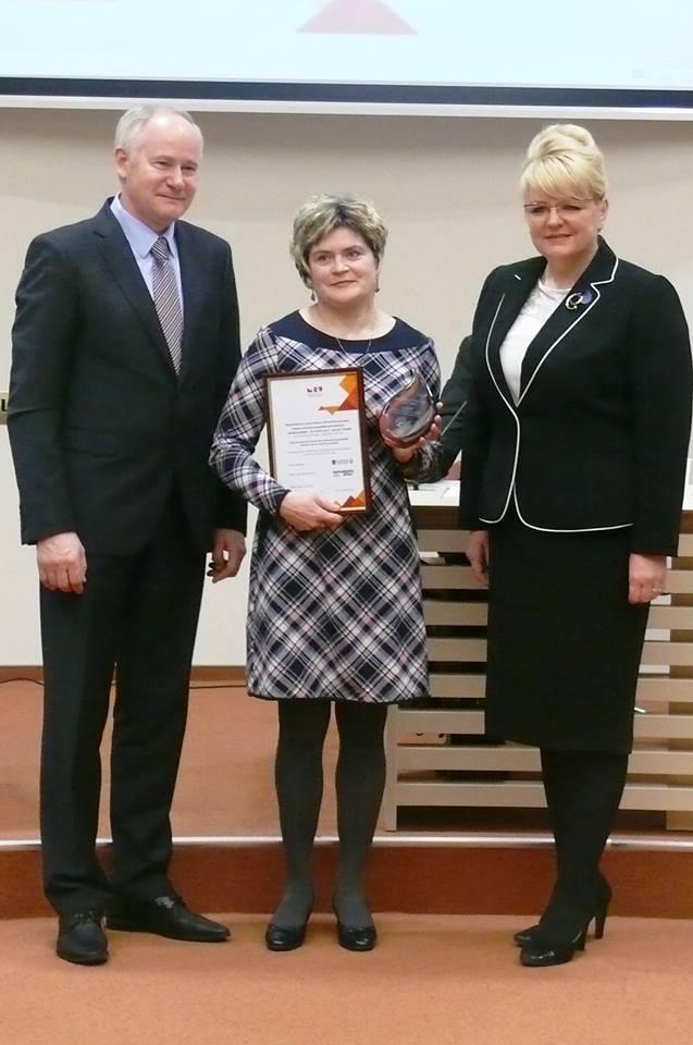 Diana Šermukšnienė (centre) su ministre A. Pabedinskiene ir M. Romerio universiteto rektoriumi A. Monkevičiumi.