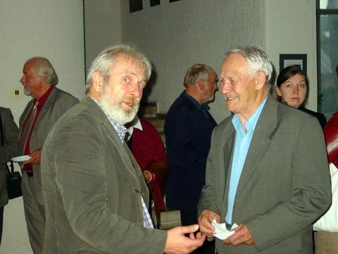 """J. Danilavičius (dešinėje) ir """"Nemuno"""" vyr. redaktorius poetas V. Rudžianskas."""