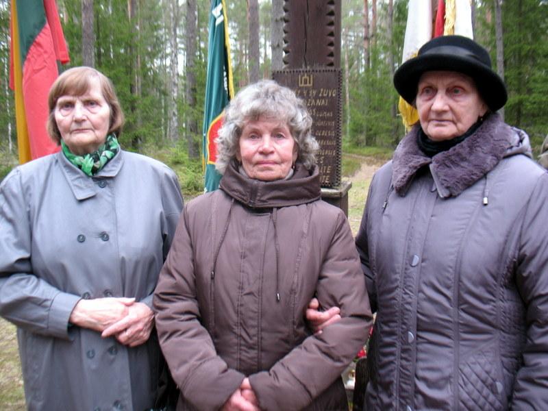 Tolimą 1951 m. balandį žuvusių laisvės gynėjų seserys (iš kairės) Aldona Pakėnaitė, Genutė Mieliauskaitė ir Genė Pakėnaitė.