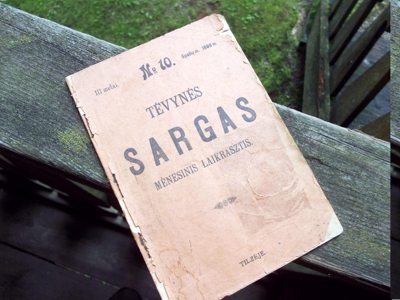 """Tikriausia relikvija – Vaižganto redaguotas ir Tilžėje leistas """"Tėvynės sargas""""."""