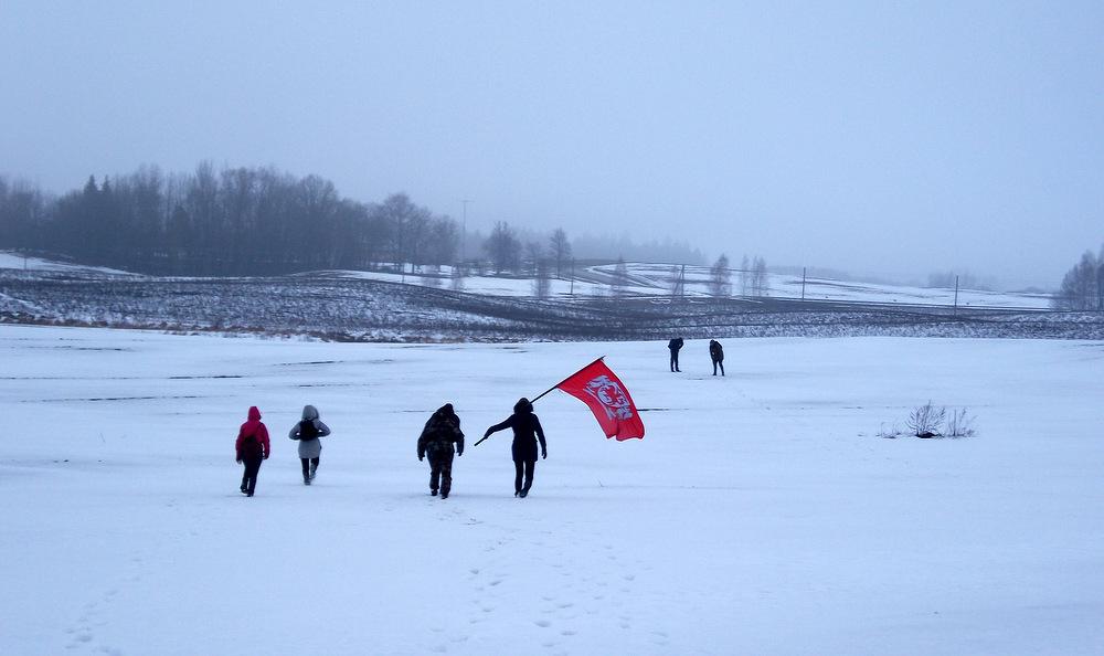 Žygio vėliava laisvai plazda virš sniegynais užklotų Aukštaitijos kalvų...