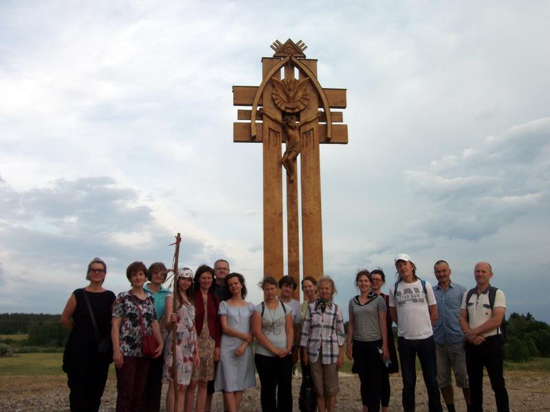 Prie Lietuvos Šimtmečiui, Čaplinskų šeimai ir visiems Moliakalnio kaimo gyventojams pašvęsto didžiojo kryžiaus.