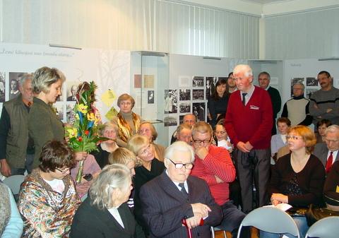 Susitikimo dalyviai pasveikino aštuoniasdešimtmetį Albertą Karvelį