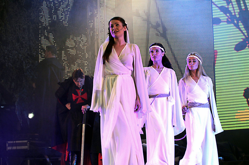 Operos scenos Kauno pilyje.
