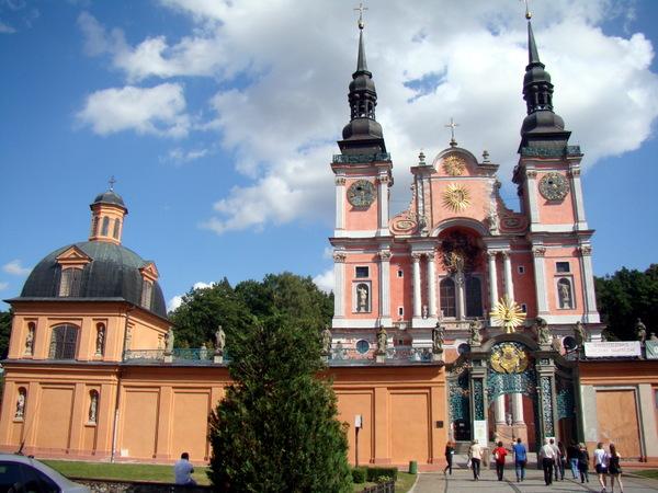 Šventos Liepos bažnyčia ir vienuolynas.