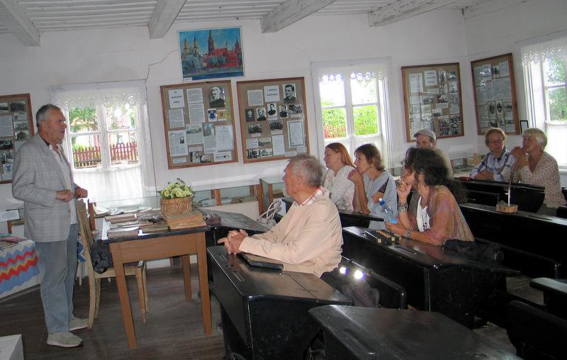 Senojoje Kunigiškių mokykloje.