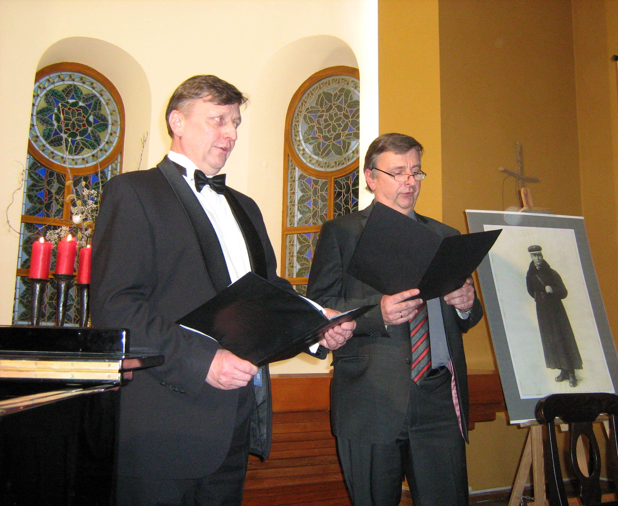Dainuoja broliai Tomas ir Linas Ladigos.