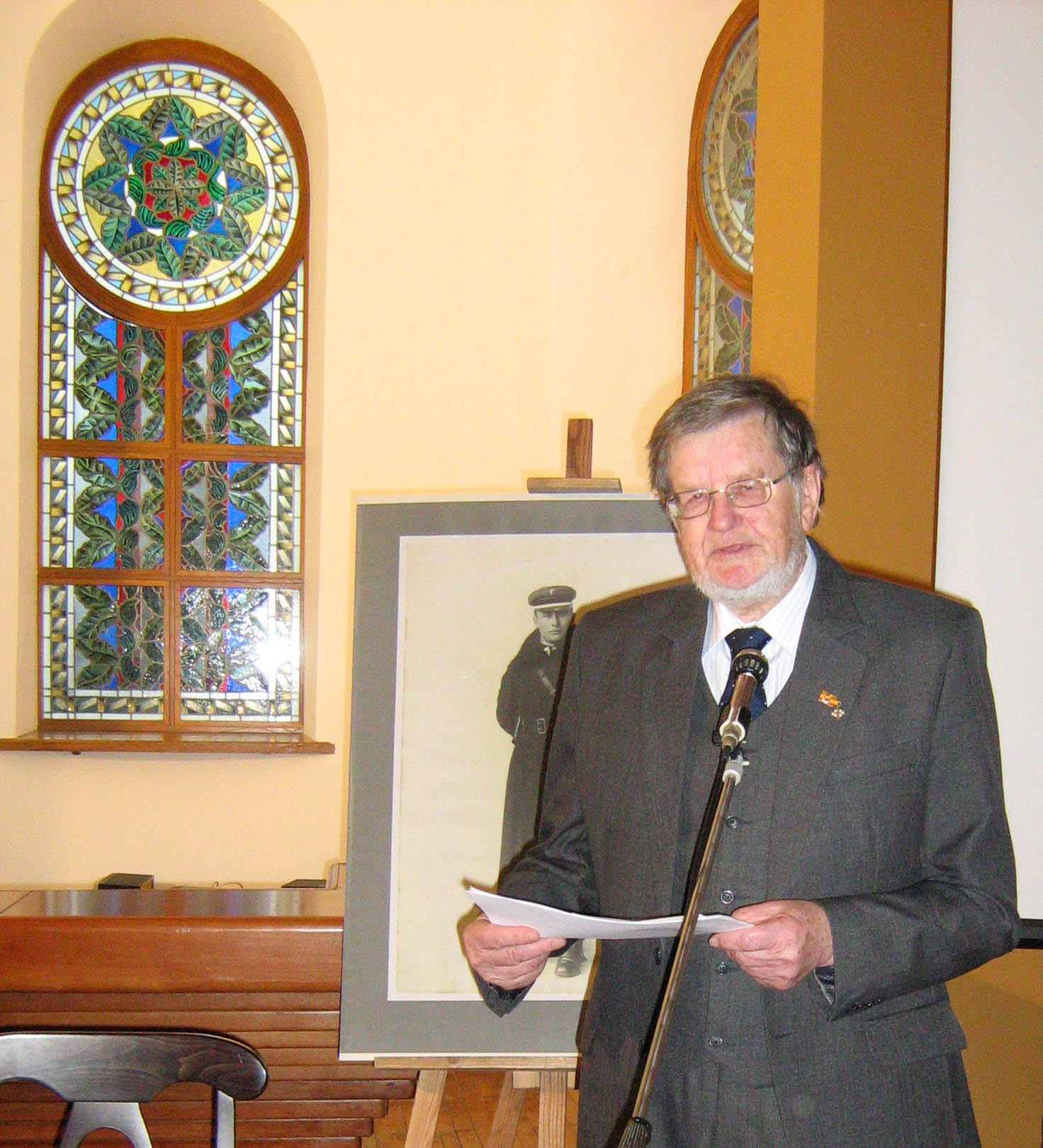 Prof. habil. dr. Antanas Tyla skaito pranešimą.