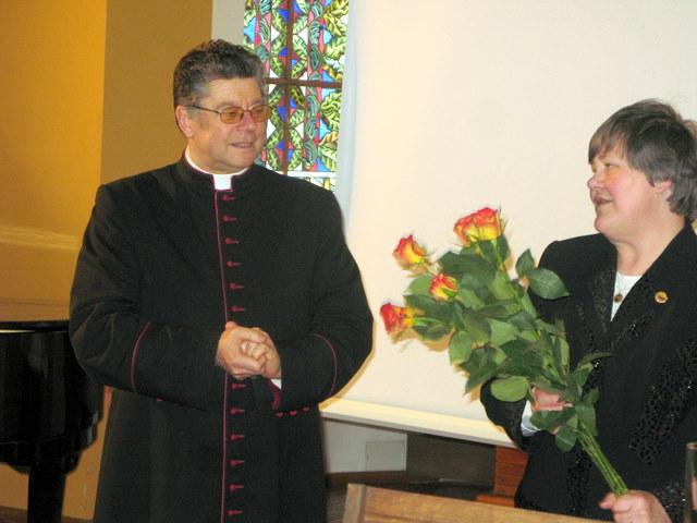 Sesijos rengėjai kan. Stanislovas Krumpliauskas ir doc. Aldona Vasiliauskienė