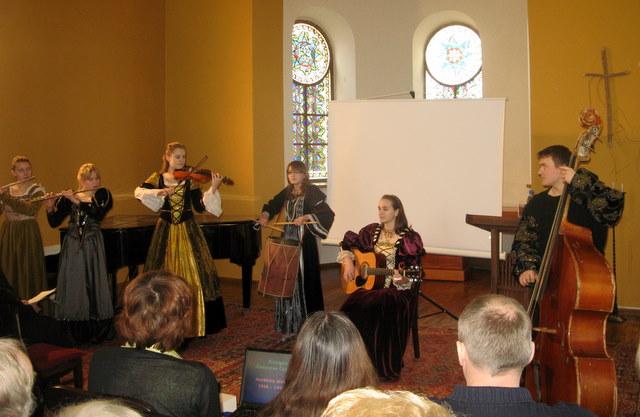 Sesijos dalyviams koncertavo Anykščių senosios muzikos ansamblis