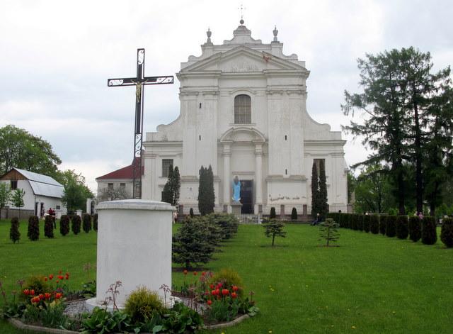 Kraslavos Šv. Liudviko bažnyčios šventoriuje