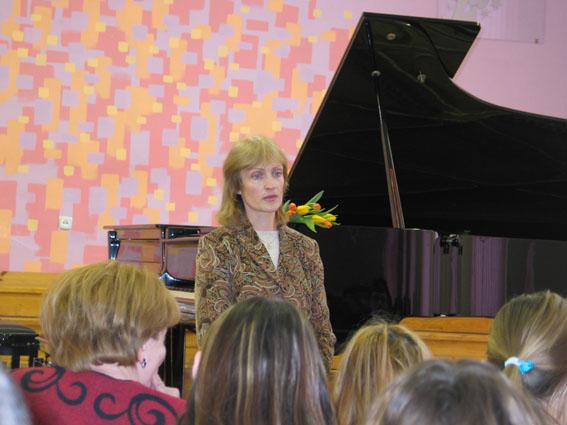 J.Biliūno gimnazijos absolventė, dabar muzikos pedagogė I.Meldaikienė susitiko su gimnazistais