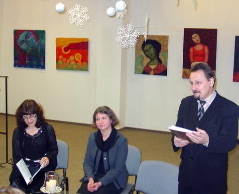 Anykščių meras S. Obelevičius įteikia premiją D. Tarandaitei (centre).