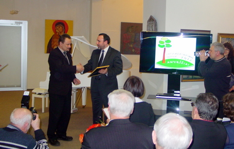 A. Gelūnas perduoda kultūros sostinės teises S. Obelevičiui.