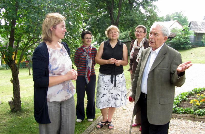 Žurnalistikos veteranas bendravo su Anykščių muziejininkėmis.