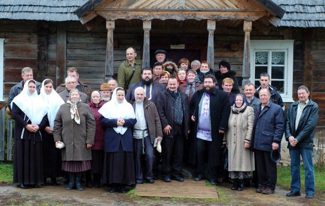 Sentikiai ir kiti renginio svečiai Niūronyse. M. Karčemarsko nuotrauka