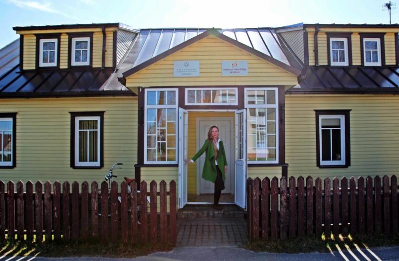 Monika kviečia užsukti į Pasaulio anykštėnų namus.