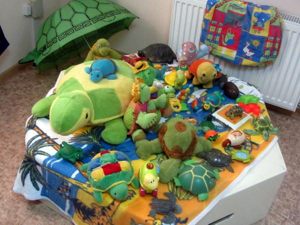 Vėžlių kolekcijoje - žaislai ir rankdarbiai.