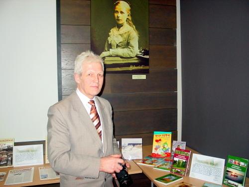 Panevėžio anykštėnas Tautvilis Uža Anykščių leidinių parodoje rado ir savo knygas.