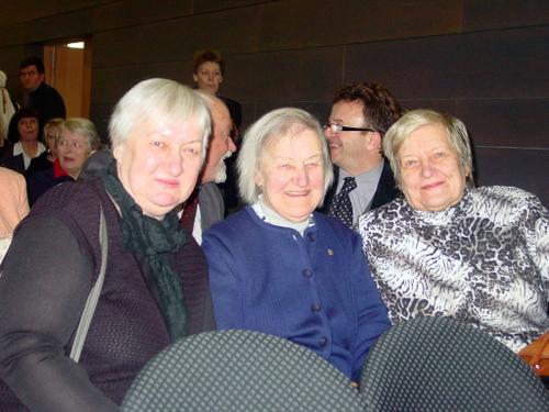 Anykščių dienos viešnios – L. ir S. Didžiulių anūkė Irena Jurevičienė (centre) su dukterimis.