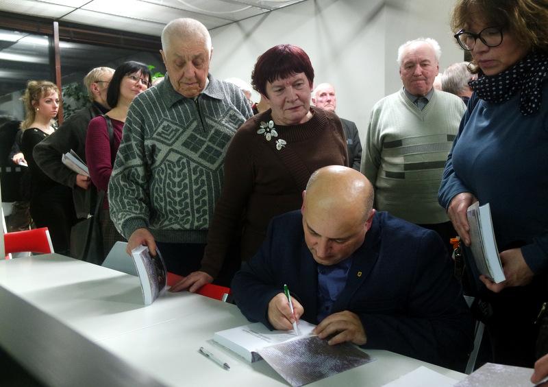 G. Vaičiūno autografai anykštėnams.