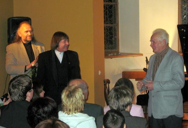 Kęstutį Arlauską (dešinėje) sujaudino brolių Petrokų dėmesys jo poetinei kūrybai