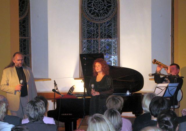 Dainuoja Nerijus petrokas ir Audra Vizgirdaitė, groja Petras Vyšniauskas