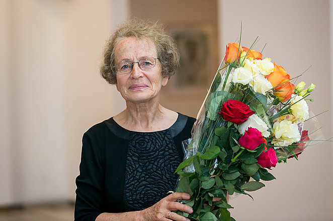 Vertėjai iš lotynų kalbos D. E. Dilytei-Staškevičienei įteikta Šv. Jeronimo premija. Tauro Bauro (www.lrytas.lt) nuotrauka