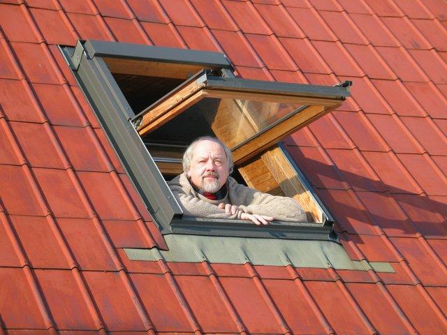 Rimantas Vanagas pavasariop praveria savo namų langą į Šventosios pusę