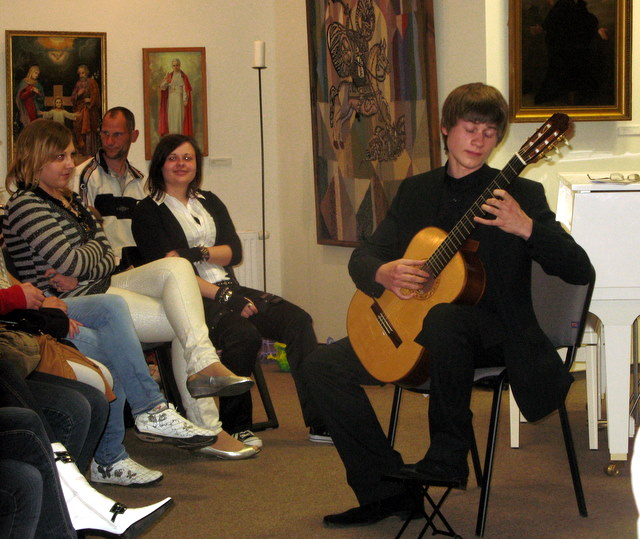 Gitara skambina Jonas Kublickas