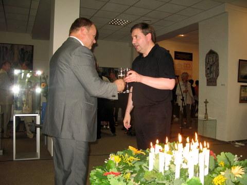 Anykščių bibliotekos direktorius Romas Kutka ir Vytautas Balčiūnas