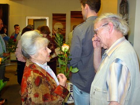 Susitiko mokslo draugai: mokytoja Aldona Kulytė ir dailininkas Juozas Adomonis.