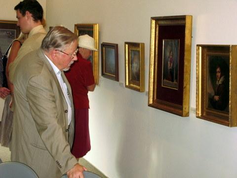 Europarlamentaras Vytautas Landsbergis atidžiai apžiūrėjo Monsinjoro Alberto Talačkos kolekciją