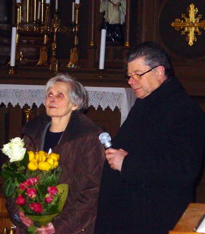 M. A. Mackelaitė ir kun. kan. S. Krumpliauskas.