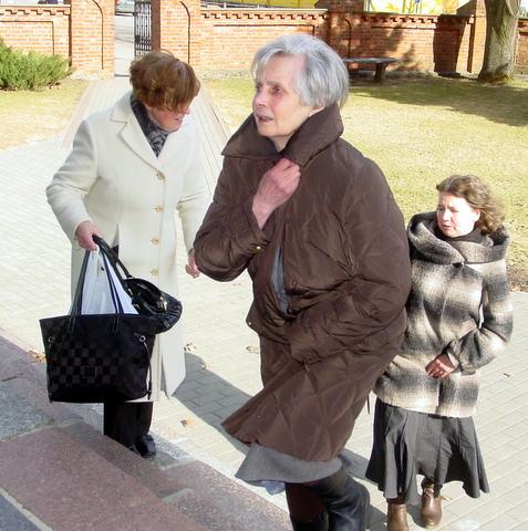 M. A. Mackelaitė po 25 metų vėl atvyko į Anykščius ir įžengė į bažnyčią.