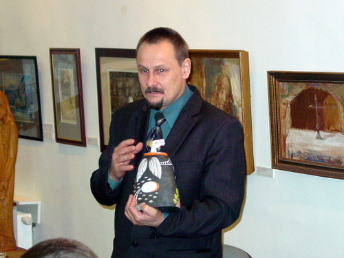 Meras S. Obelevičius Angelų muziejui dovanojo L. Bekerienės sukurtą angelą.
