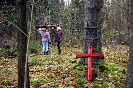 Naujas kryžius Gerkiškių senkapyje. 2012-ųjų spalis.