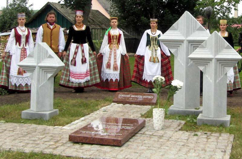 A. Žukausko sukurtas paminklas, paženklinęs senąsias XIX a. Anykščių kapines.