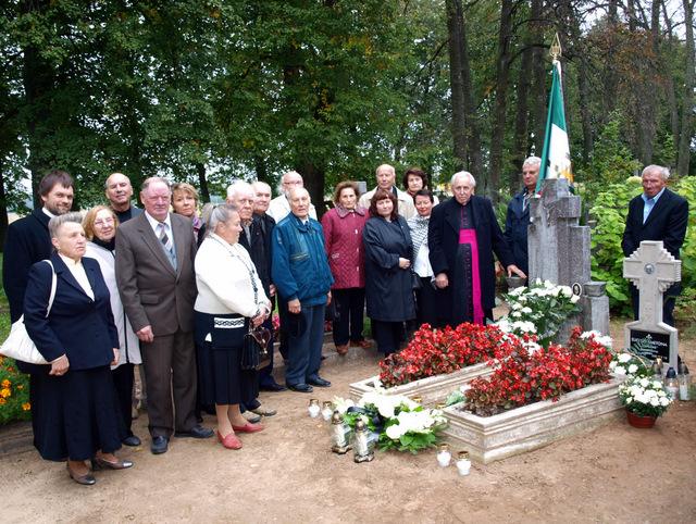 Prie Lietuvos partizano kapo - jo artimieji ir bendražygiai